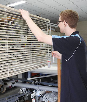 Using the best in ultrasonic cleaning Sonic Blind Cleaning Springwood make blinds sparkling clean for both domestic and commercial customers.