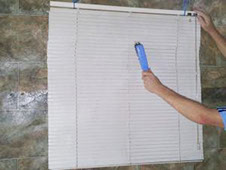 Sonic Blind Cleaning Brisbane use ultrasonic cleaning to thoroughly deep clean your blinds.